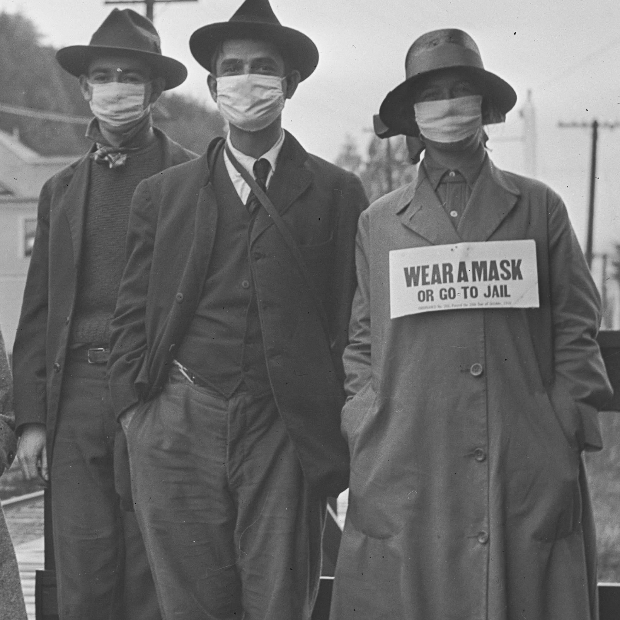 trois personages en masque fièvre espagnole 1918
